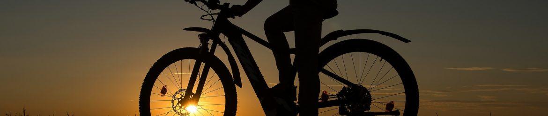 E-Bike im Sonnenaufgang